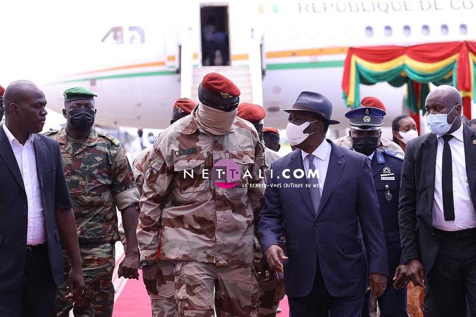 GUINEE – Le colonel Mamady Doumbouya prête serment comme président de transition