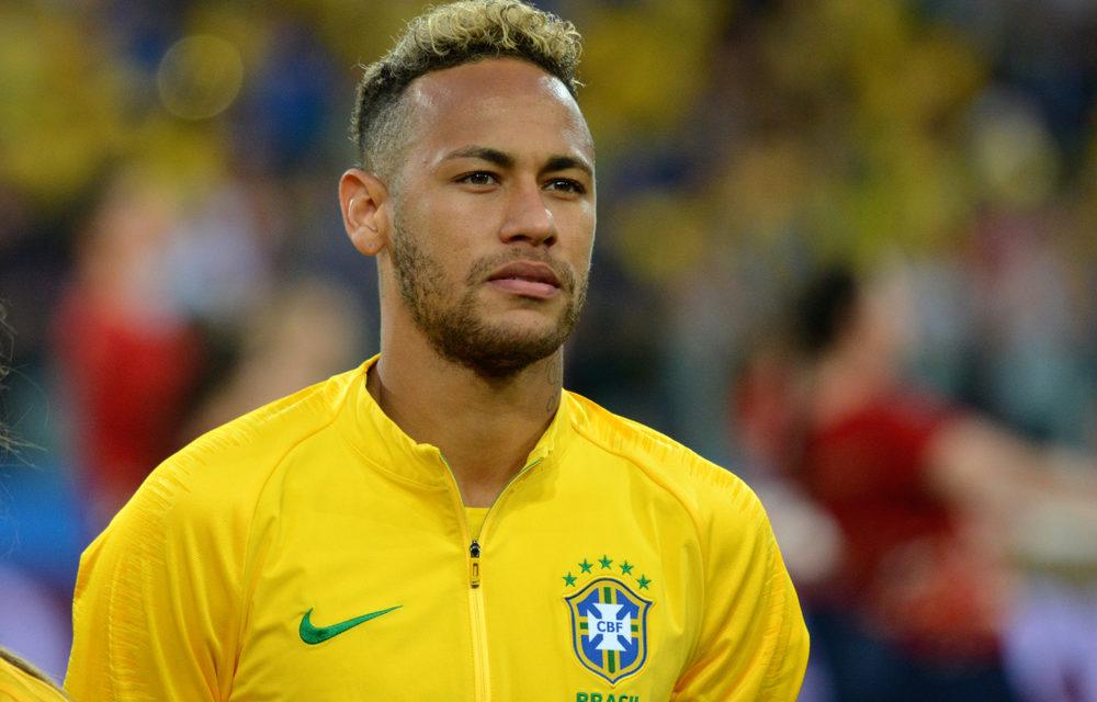FOOTBALL – Bouleversé, Neymar soutenu par ses compatriotes